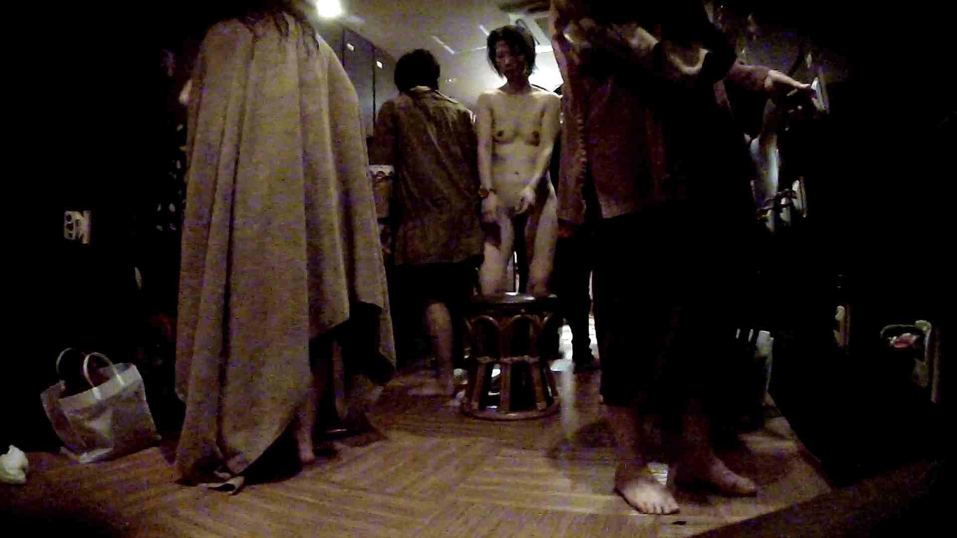 ヤリマンのオマンコ:脱衣所!オムニバス 大混雑!注目はあの人の御御足でしょう。:怪盗ジョーカー