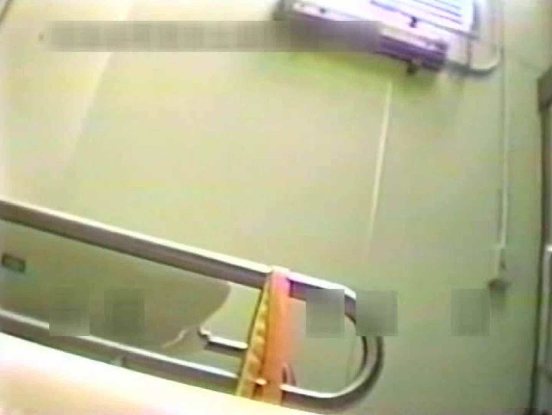 ヤリマンのオマンコ:完全個室厠 半立ちマンコ丸見えで黄金水発射!vol.01:のぞき本舗 中村屋