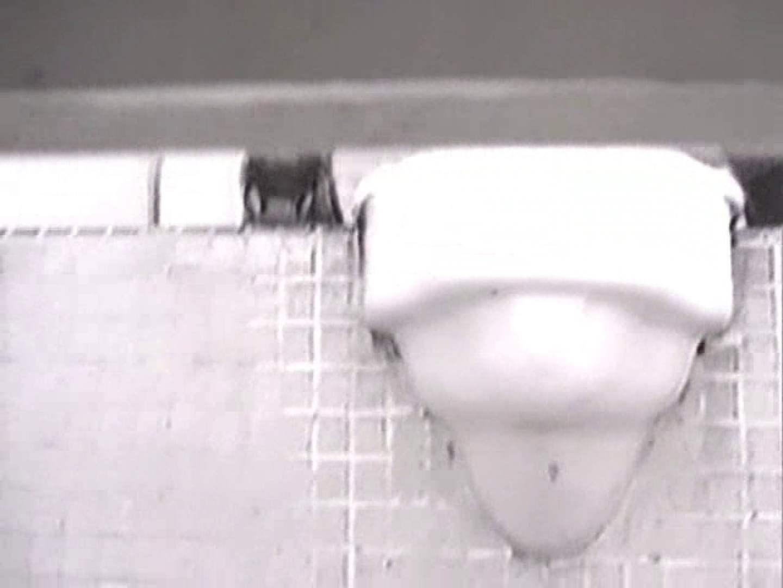 ヤリマンのオマンコ:性器鮮明!後方視点厠②:のぞき本舗 中村屋