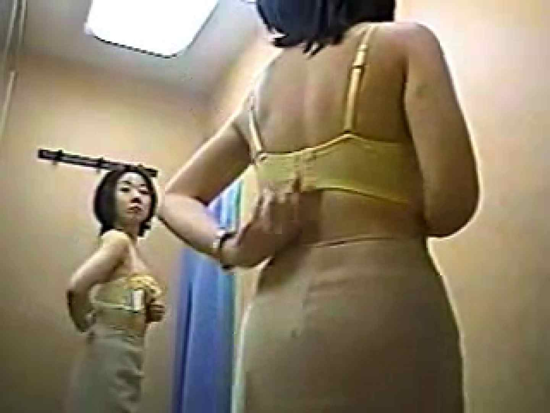 ヤリマンのオマンコ:高級ランジェリーショップの試着室! 巨乳編voi.3:のぞき本舗 中村屋