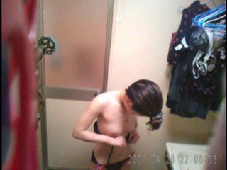 父親が自宅で嬢の入浴を4年間にわたって盗撮した映像が流出 入浴  108pic 96