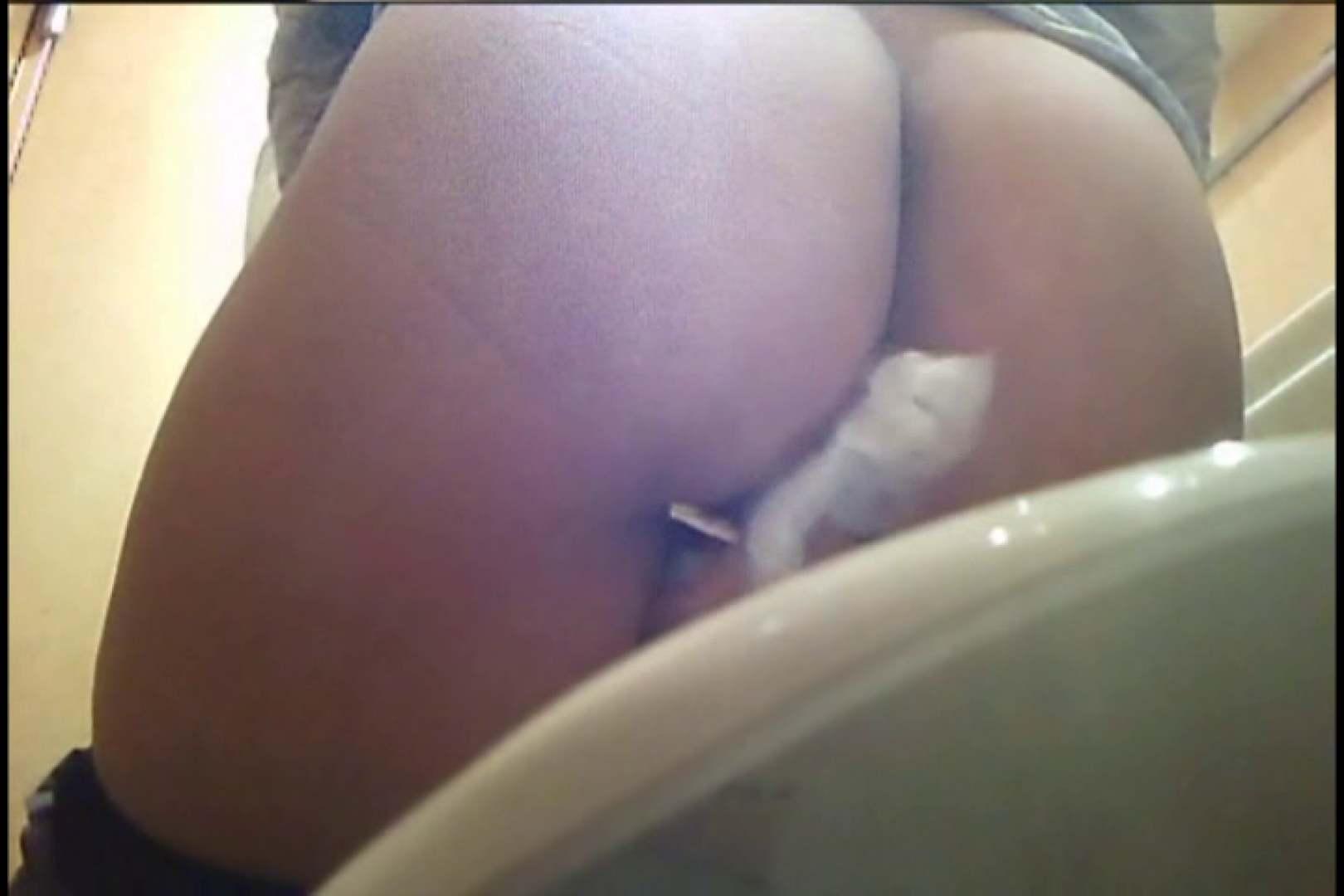 実録!熟女の用の足し方を覗く!! Vol.03 洗面所 | ナプキン  89pic 13