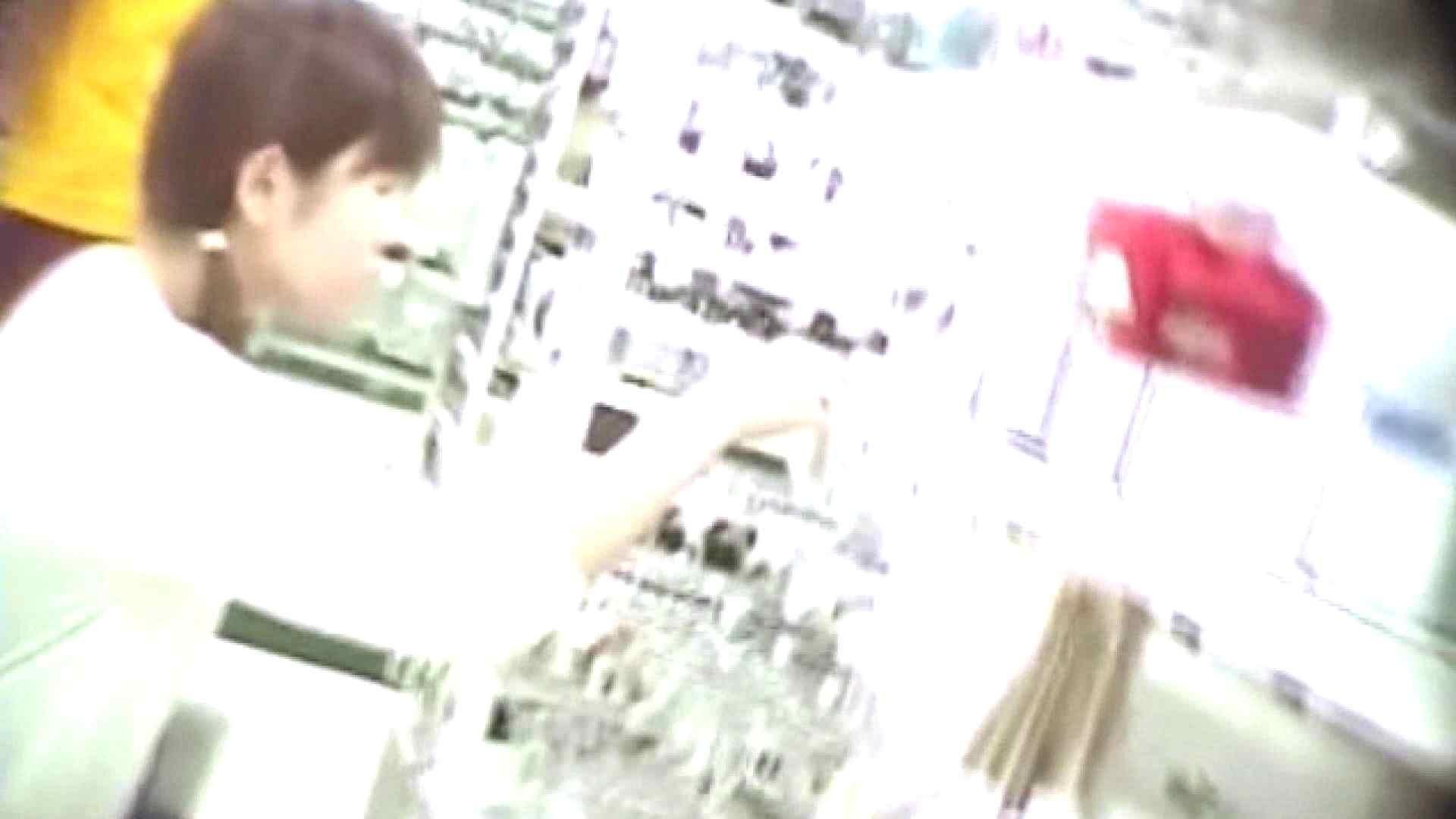 真剣に買い物中のgal達を上から下から狙います。vol.03 チラ系 ワレメ動画紹介 110pic 3